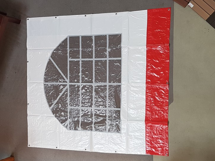 Seitenplane Rot weiss Bogenfenster